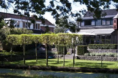 Spannende tuin met hoogteverschillen in Genemuiden - Outlook Groenprojecten