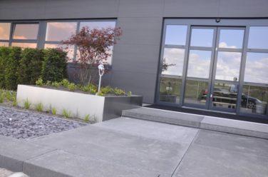 Moderne entree Alluance showroom - Outlook Groenprojecten
