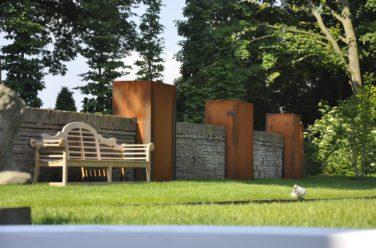 Cortenstaal in een stijlvolle tuin - Outlook Groenprojecten