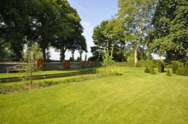 Stijlvolle tuin rondom Katerveerhuis in Zwolle - Outlook Groenprojecten