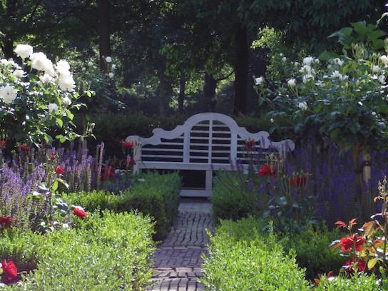 Klassieke tuin in het hart van Genemuiden - Outlook Groenprojecten