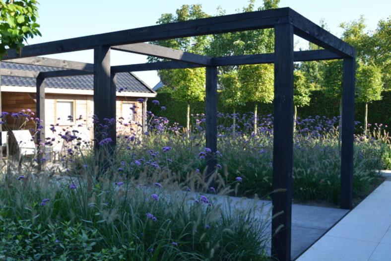 Strak vormgegeven tuin met blikvanger - Outlook Groenprojecten
