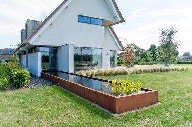 luxe tuin met vijver